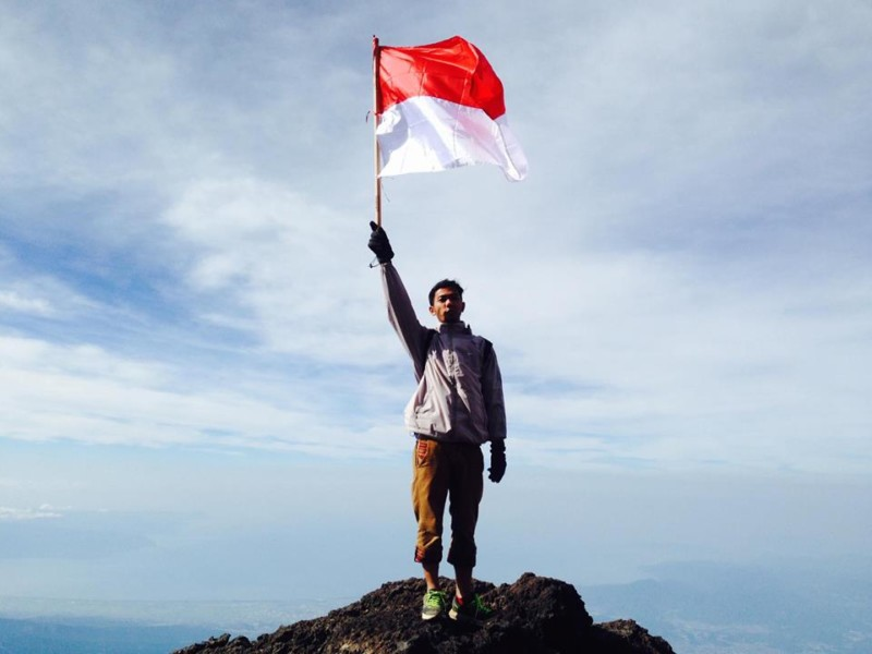 Bendera Indonesia di gunung Fuji