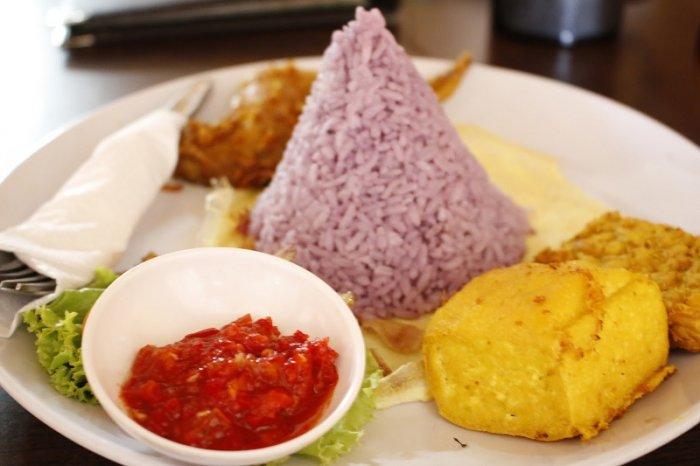 Makanan Khas Sukabumi Nasi Ungu