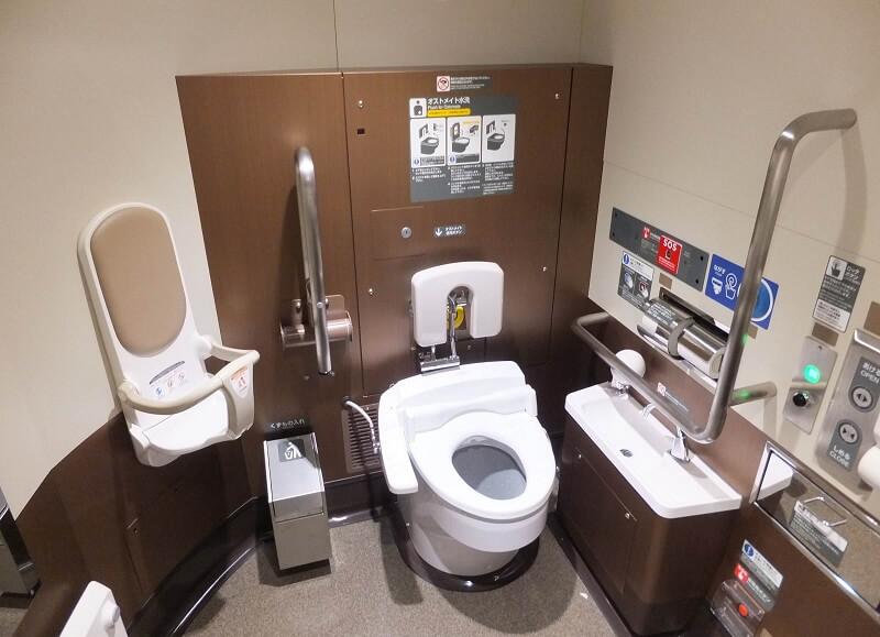 Toilet kereta tercepat di dunia