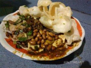 Makanan Khas Blitar Tahu Lontong