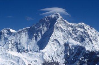 Gunung Tertinggi di Dunia Makalu